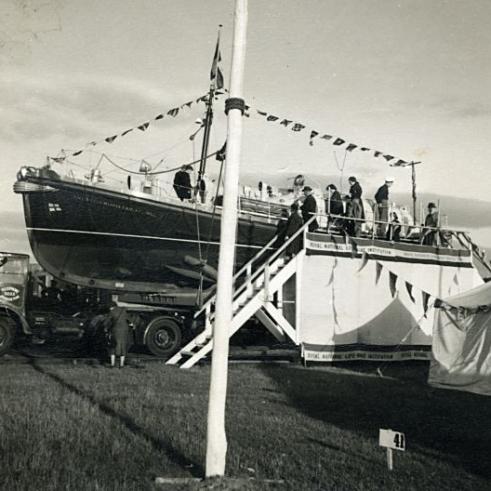 Terwaterlating reddingsboot Harlingen